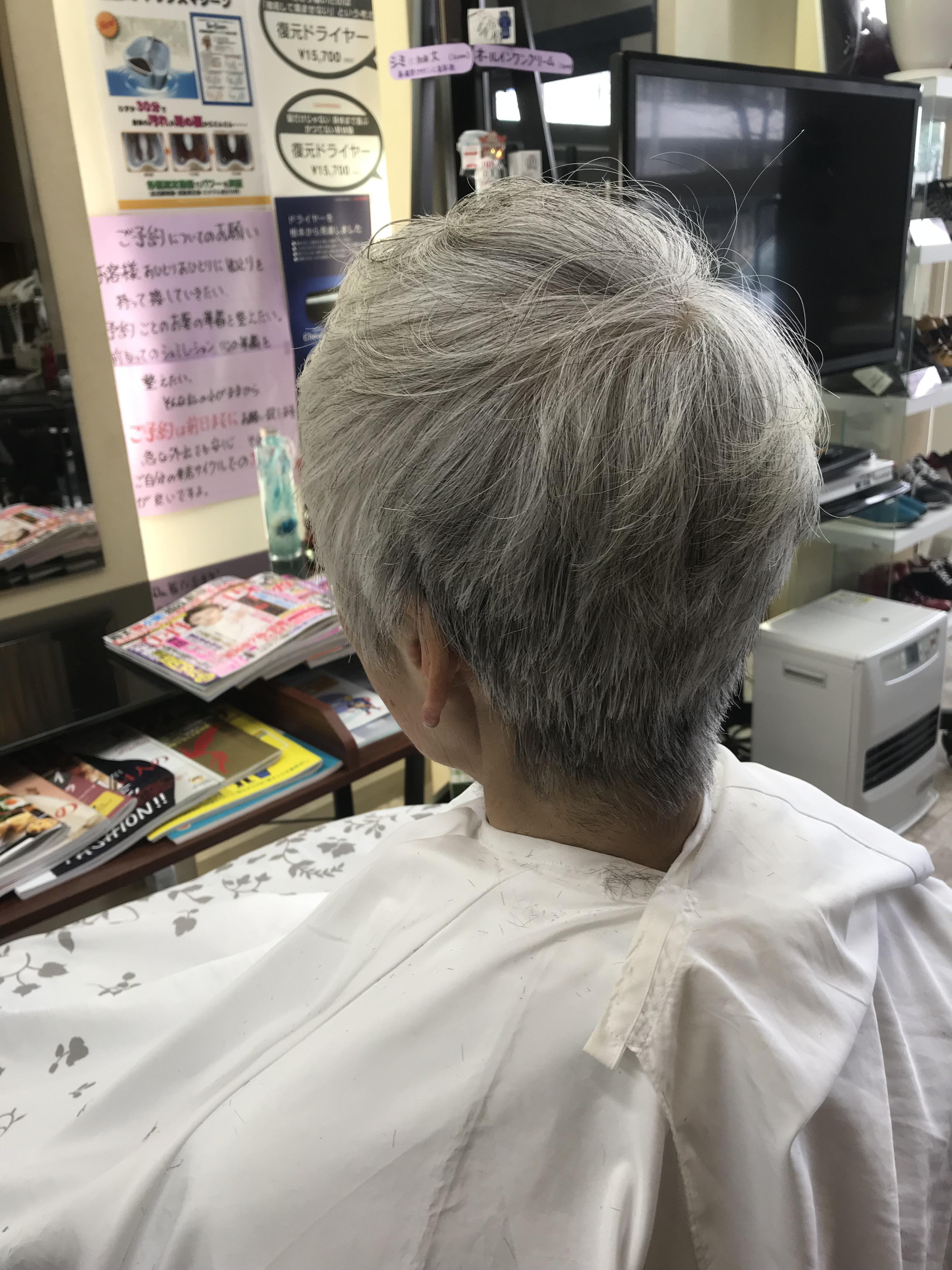 白髪のキュビズムカット
