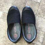 スポンジで作られたような軽い靴は楽チンだけど、歪むのです