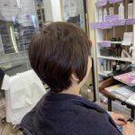 跳ねる、まとまらない髪の原因を探して、くせ毛カットが改善します